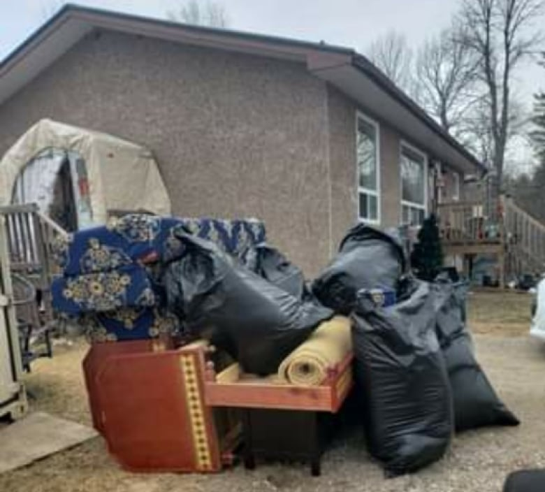 Mould, leaks, air quality issues plague Ontario Aboriginal Housing units, tenants say