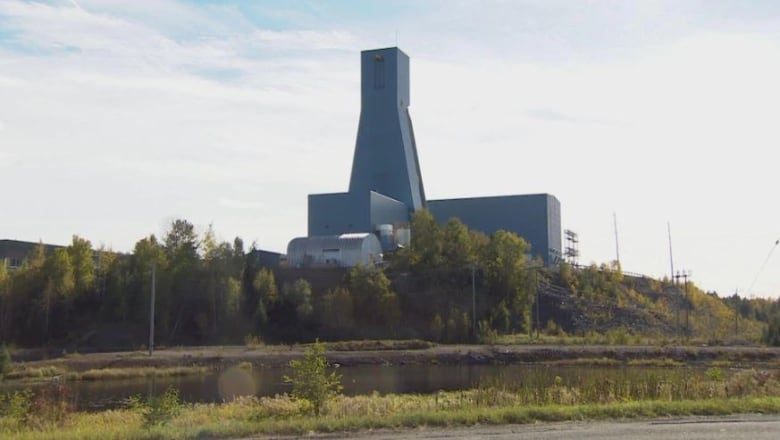 Rescue of Vale miners trapped underground in northern Ontario continues, with 35 of 39 now out