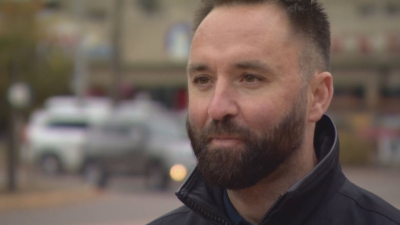 Alberta man battling COVID-19 in hospital as family divided over vaccinations