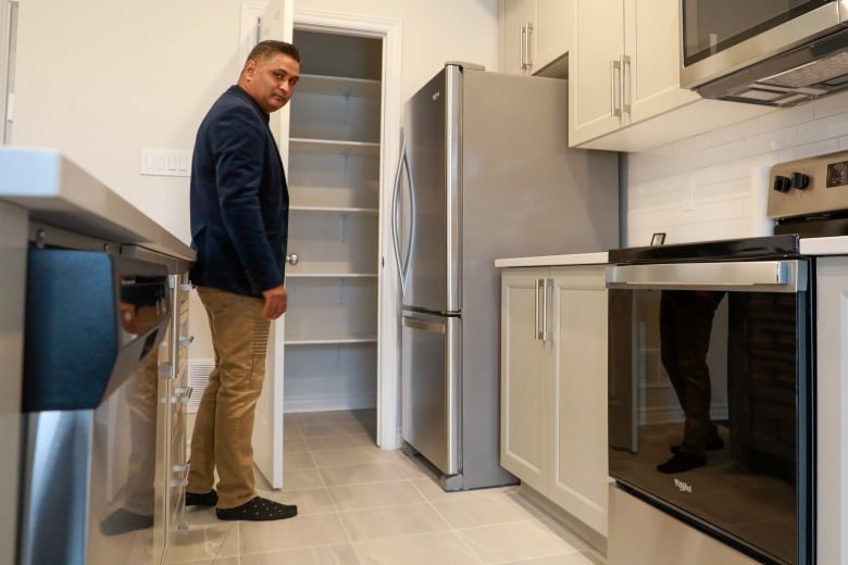 Rental scam cheats would-be tenants out of $4,300 and leaves owners with a shocking surprise